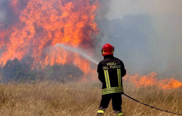 1498848450149 1498848475.jpg–incendi  Fuoco Avvolge Agriturismi Nel Messinese  A Patti Sgomberata Residenza Per Anziani