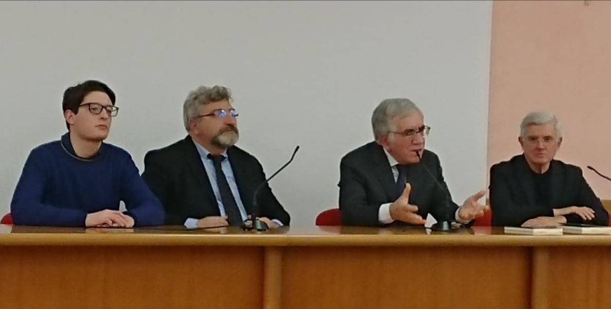 """Angelo Scelzo E I Cinquant'anni Di Avvenire: """"Avvenire Al Centro Di Passaggi Storici Importanti."""""""